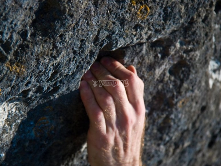 Hand in the crevice