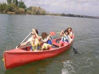 双座独木舟上的埃布罗河三角洲