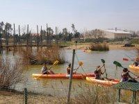 Escolares en canoa