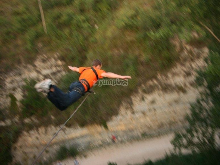 Emozionante bungee jumping