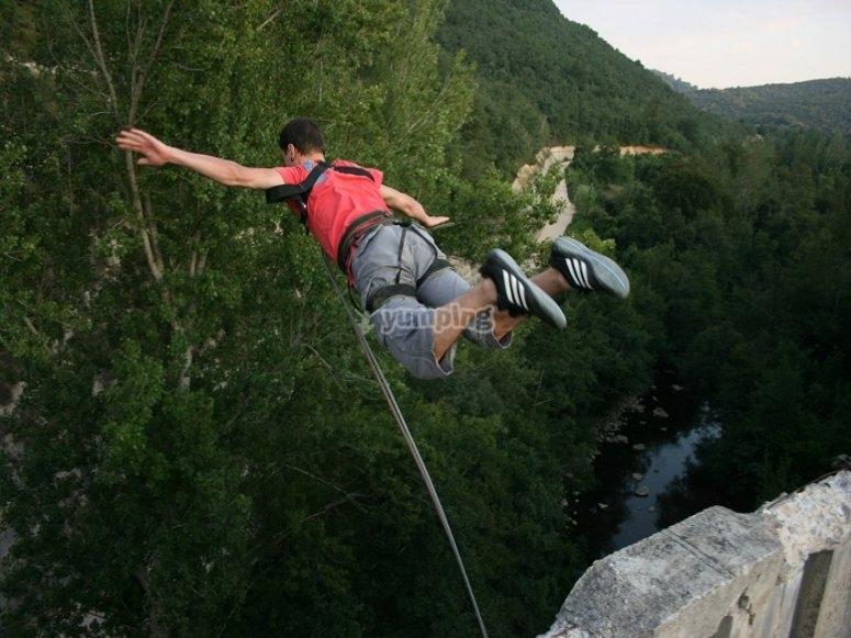 Epico salto de puenting