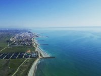 在巴伦西亚海岸超轻型飞机上飞行