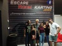 En la sala de escapismo junto a la pista de karts