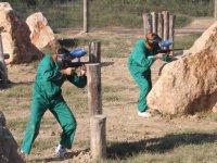 Jugadores con monos verdes