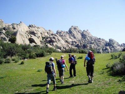 Scuola di escursioni lungo il percorso della guerra civile