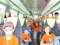 Traslado en bus durante el campamento