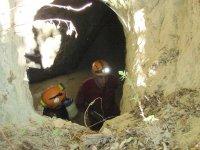 Exploradores en cueva