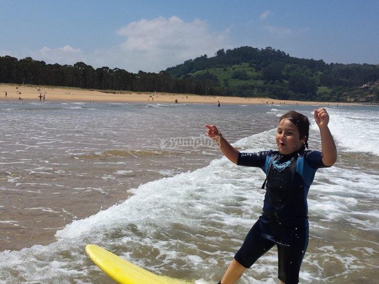 Disfrutando del surf