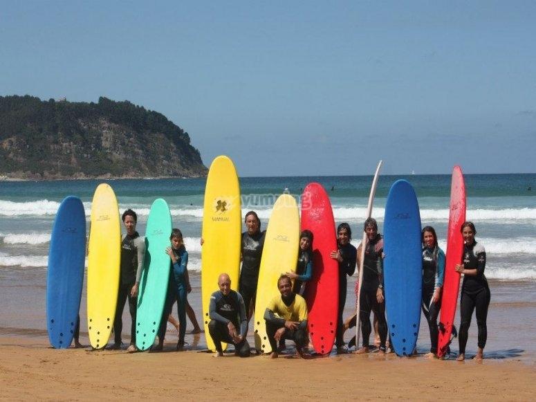 Todos los alumnos de surf