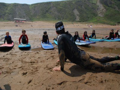 A day of group surfing in Sopelana.