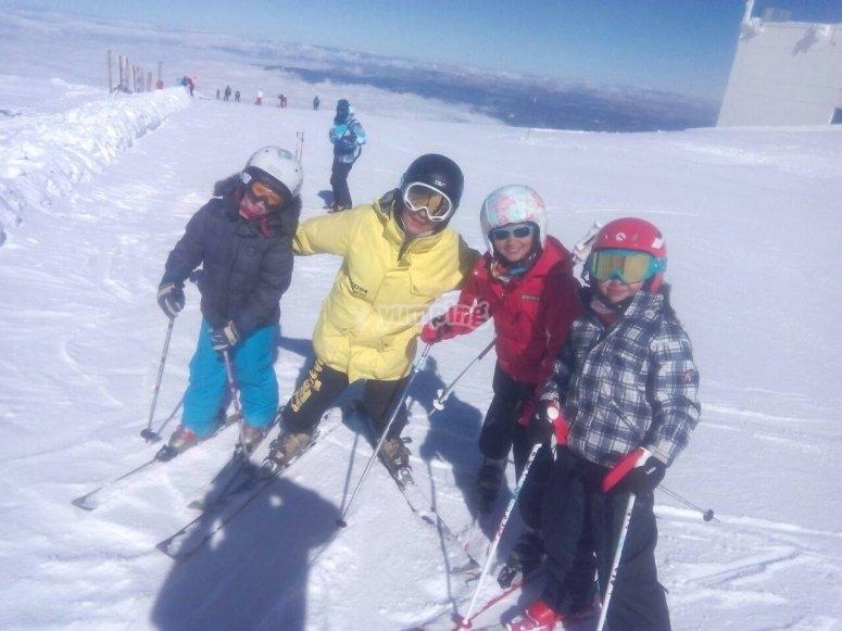 practicando esqui en Extrenieve