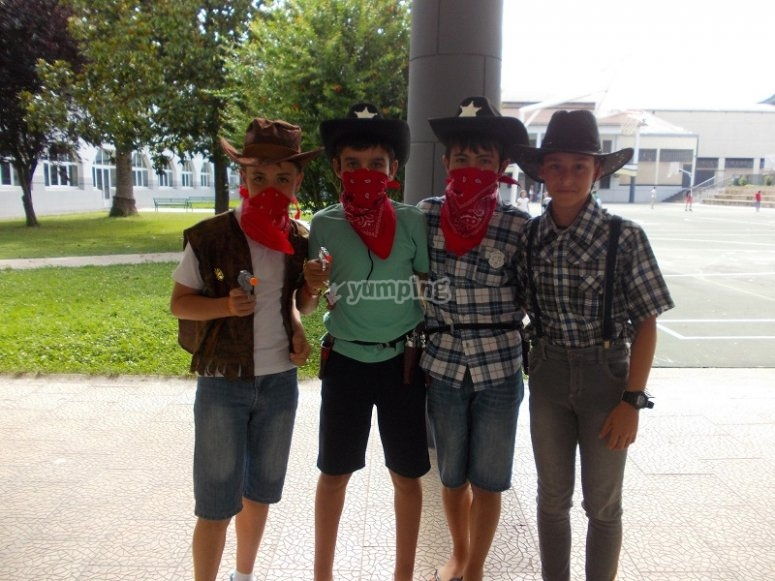 Jovenes vaqueros