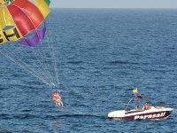 Praticare il parapendio a Ibiza
