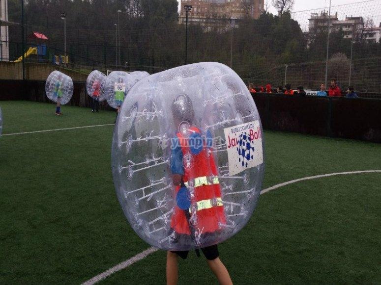 确定足球泡沫的策略