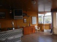 Barra de bar en el salón comedor