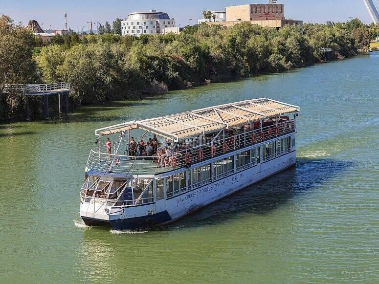 Disfrutando de un crucero fluvial por el Guadalquivir de Sevilla