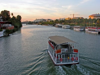Cruise trip in Guadalquivir: Snapshot of Sevilla