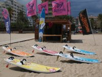 Specialized windsurfing center in Roses