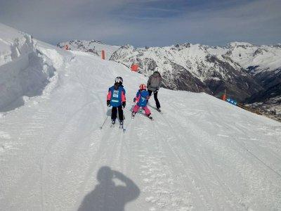 儿童私人课程滑雪Valdesquí4小时