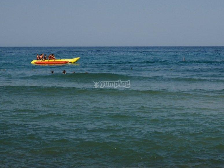 Paseo en banana boat por Alcocéber