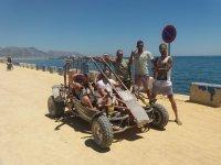 Amigos junto al buggy en Benidorm