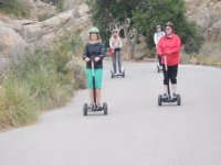 Cogiendo velocidad en el segway por la zona montañosa de Alicante