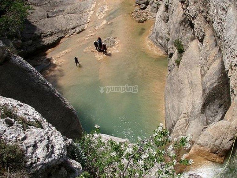 使峡谷漂流