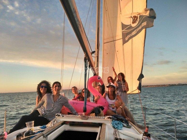 Paseo en barco para amigas