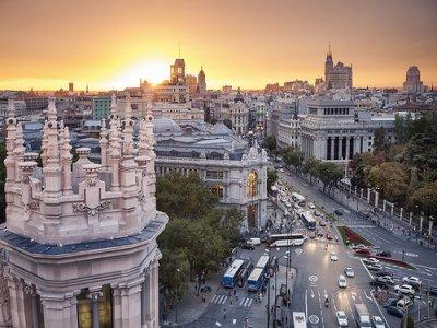 参观历史悠久的马德里露台并消费