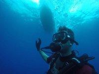 潜水员在船上
