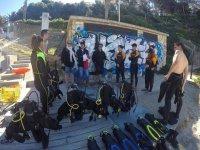 陆地上的潜水员培训