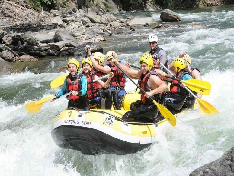 Amigos a bordo del raft