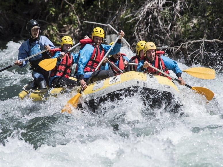 Remando el rápido del río