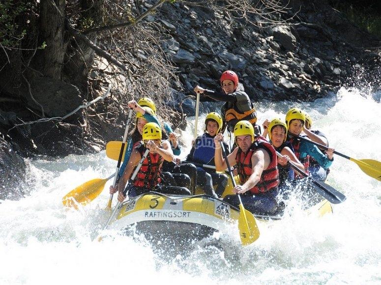 Descenso del río Noguera Pallaresa haciendo rafting
