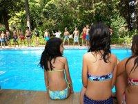Tarde de piscina con nuevos amigos