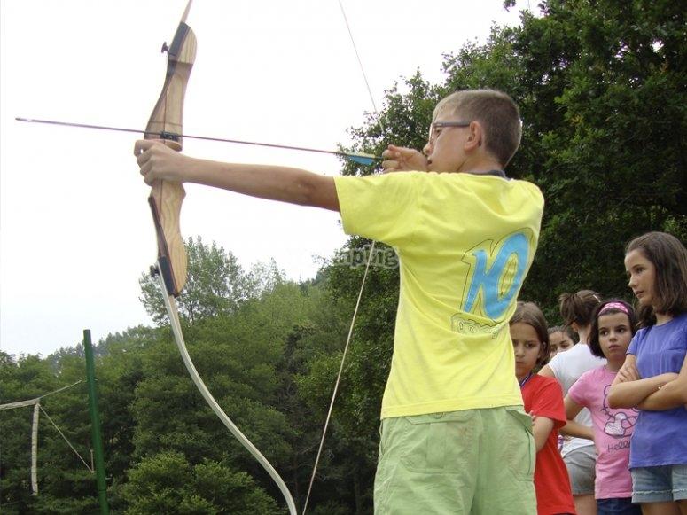 Puntare a lanciare la freccia