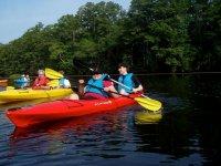 salida de kayak en grupo