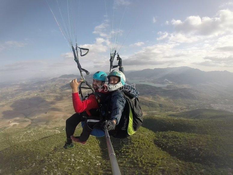 朗达滑翔伞飞行