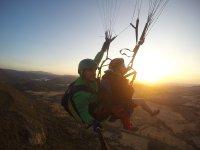 在隆达30分钟的双座滑翔伞和照片