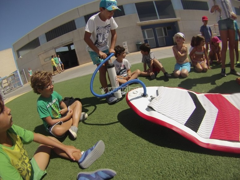 Inflating the padel surf