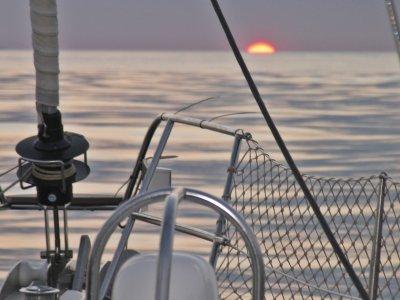 航行VIP马略卡的风船在日落2 h