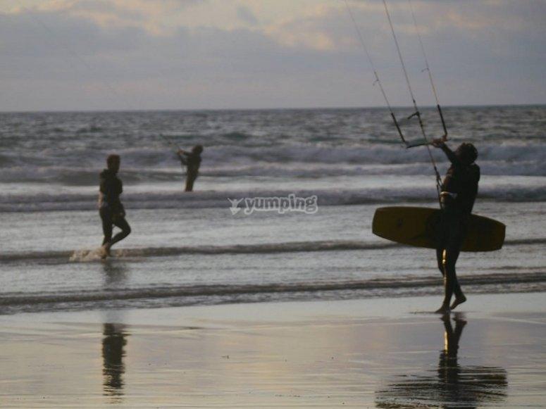 Caleta de Famara海滩的风筝冲浪