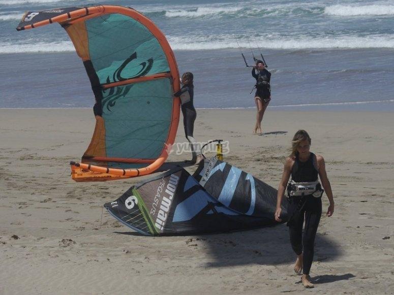 风筝在兰萨罗特回旋沙