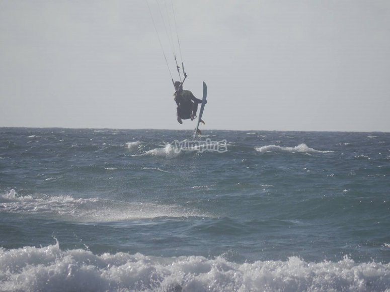 Pirueta de kitesurf en Lanzarote