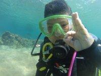 在海泡泡池潜水