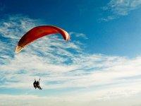 Volando en parapente biplaza