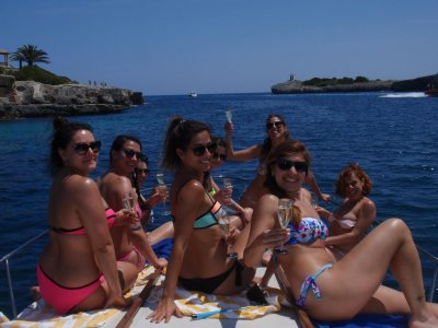 Stag party in a boat Mallorca 4 hours