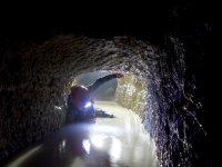 在Riópar的Cueva de los Chorros洞穴探险