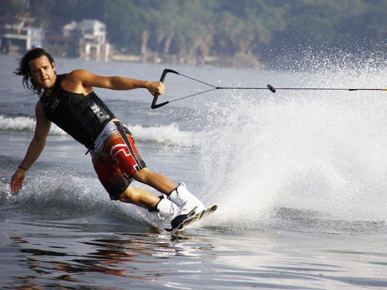Wakeboard in pure state