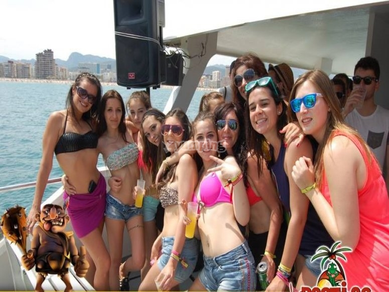Chicas a bordo del catamaran